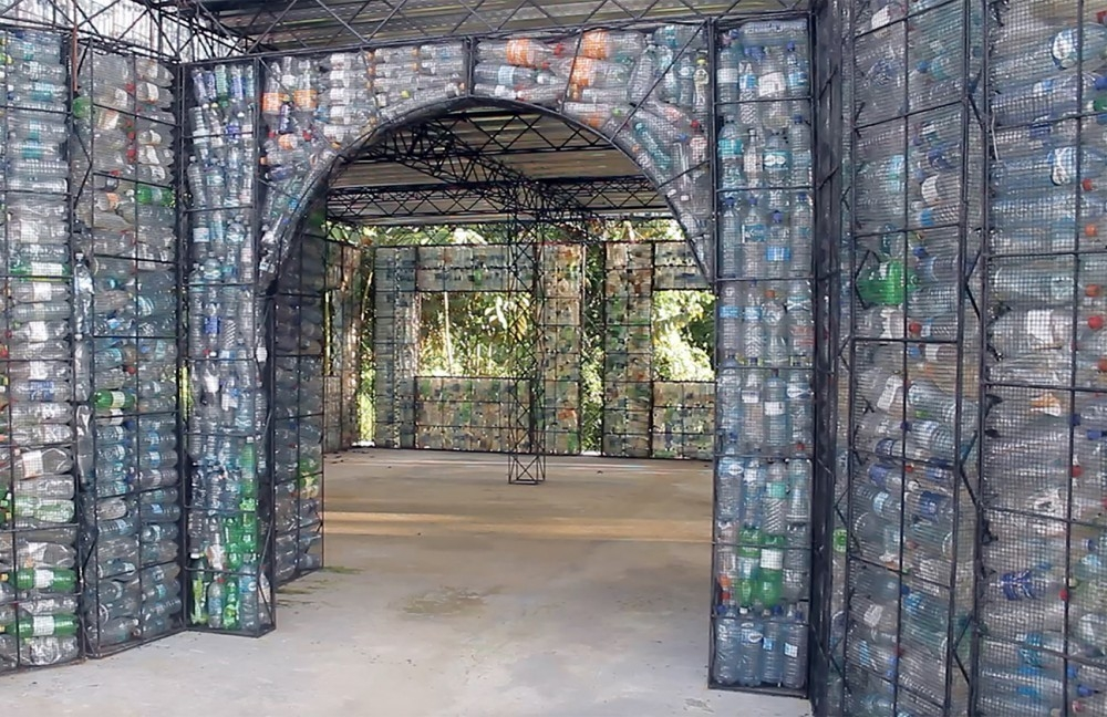 Plastic Bottle Village- aldea con botellas