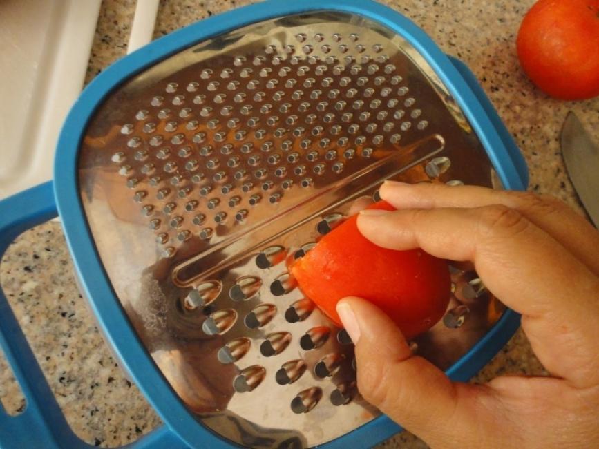 crocantes de lino - rallar tomate