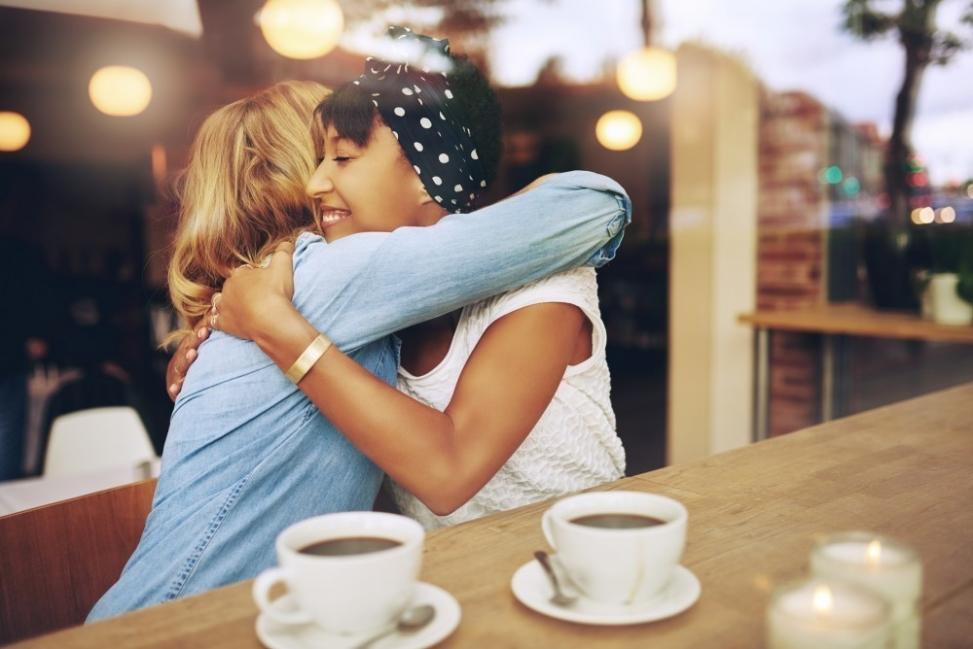 Abrazo amigas