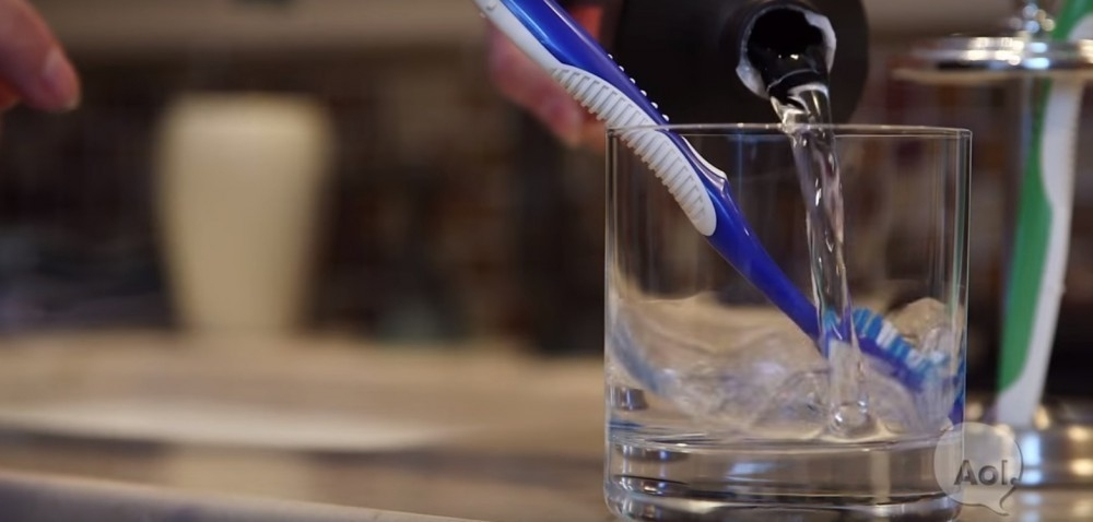 desinfectar cepillo de dientes con agua oxigenada
