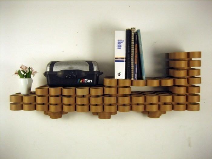 Tubos de cartón - estantería en pared