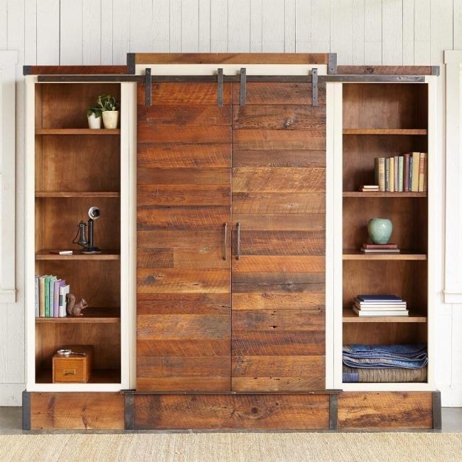 Mueble-estantería multifuncional con puertas corredizas