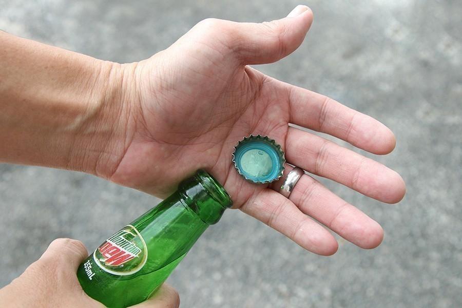 abrir una botella, ¡con una hoja de papel! - abierta