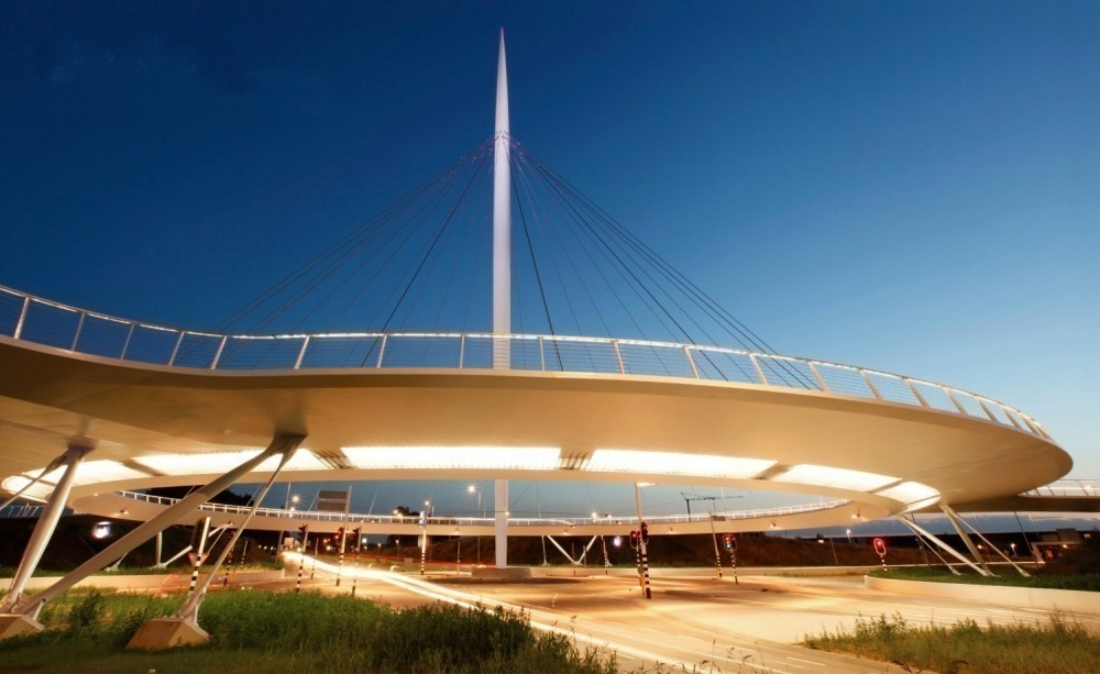 Puente exclusivo para bicicletas- hovenring bridge