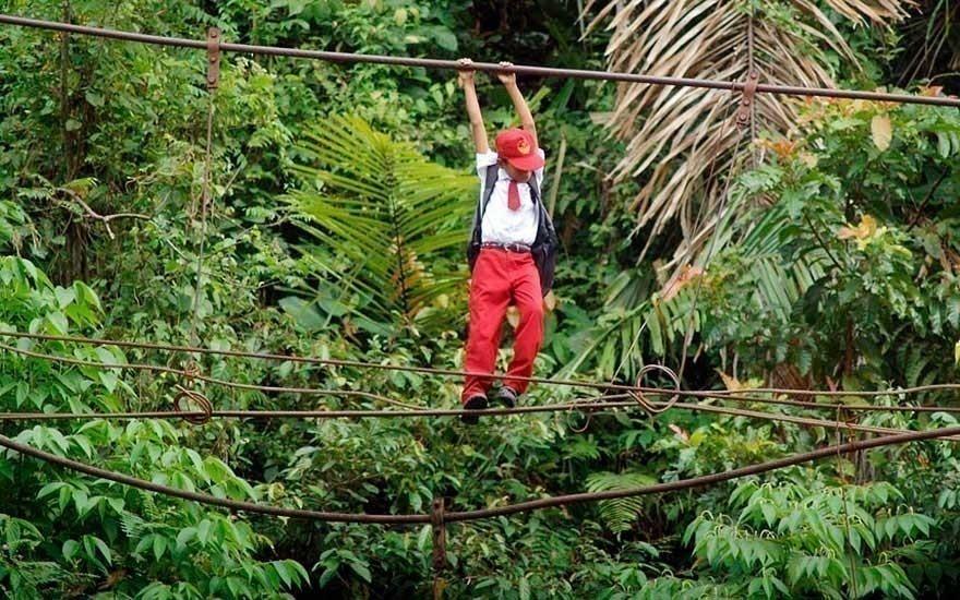 camino a la escuela - Sumatra
