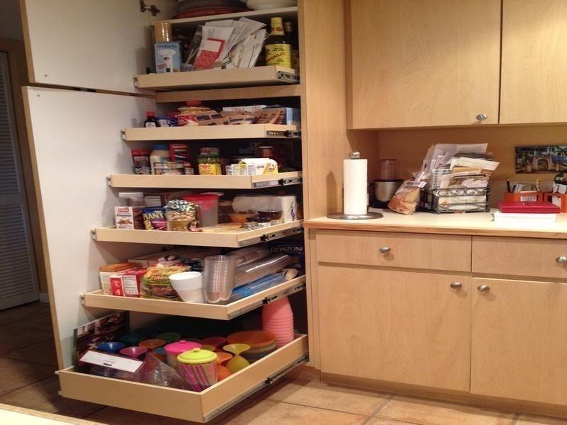 Muebles para cocinas pequeñas- estanteria escalonada