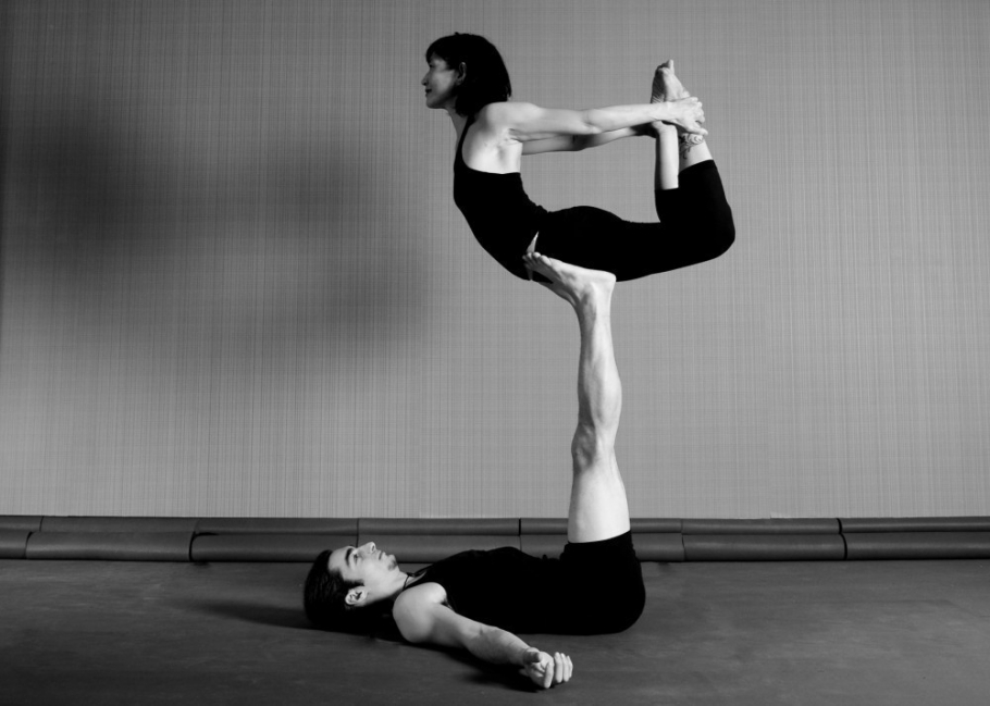 acroyoga- tipos de yoga