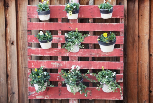 54eb5c8024945_-_pots-hanging-in-grid-how-to-plant-vertical-garden-0412-xln