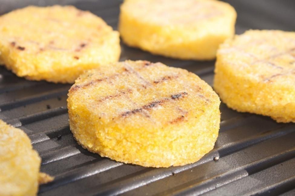 tortillas de maíz con aguacate- grillar polenta