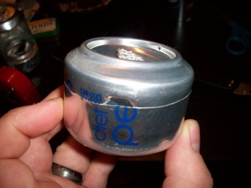 lámpara de aceite con una lata