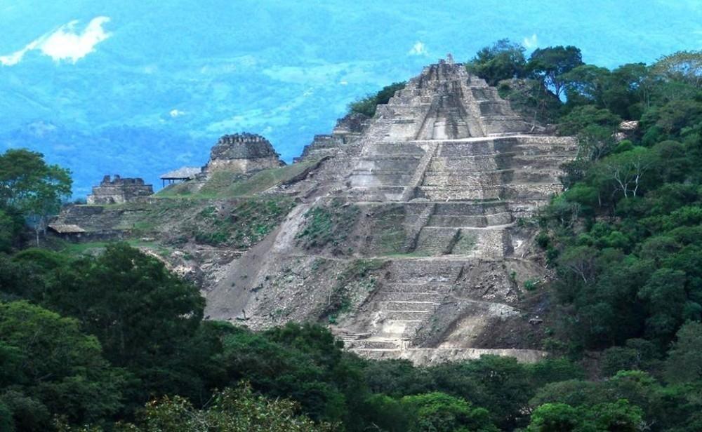 pirámide toniná