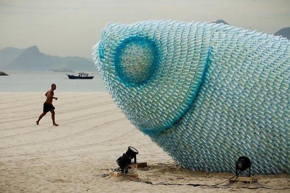 escultura botellas ecologica (1)