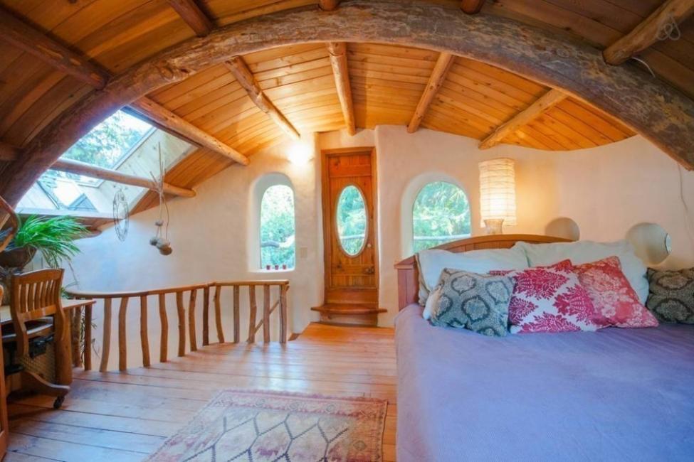 casita hecha a mano con materiales naturales locales- habitación