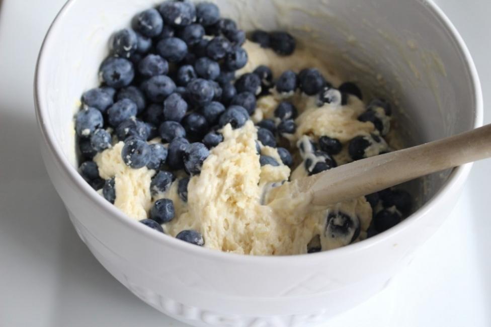 Torta de arándanos y limón, ¡a la sartén!- añadir arándanos