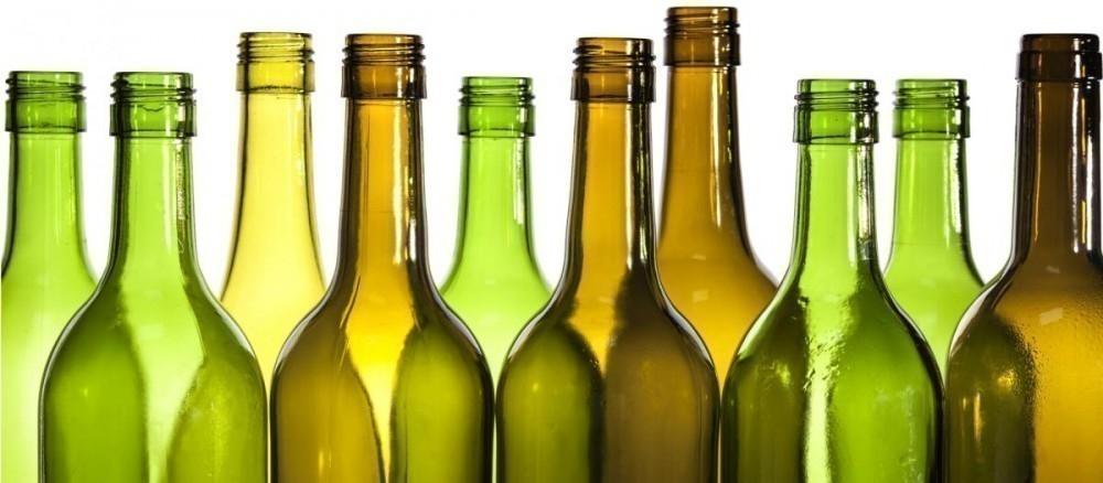 ventana con botellas de vidrio - materiales
