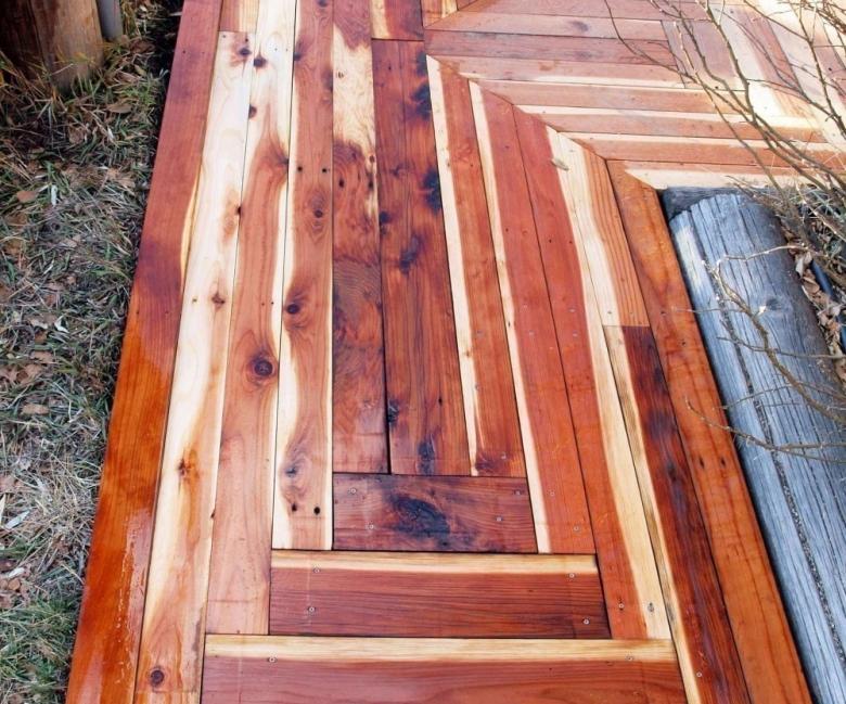 Cómo hacer caminos de madera reciclada para el patio o jardín