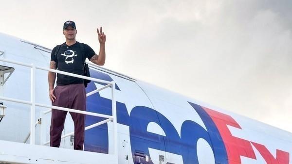 El cantante viajó a Puerto Rico para ayudar