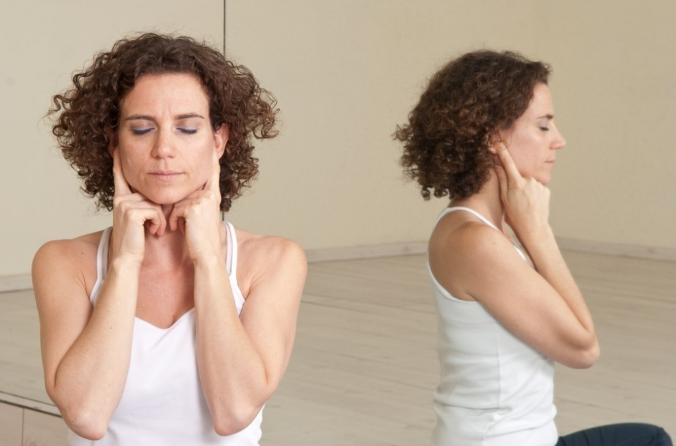 Bhramri- ejercicios de respiración yoga