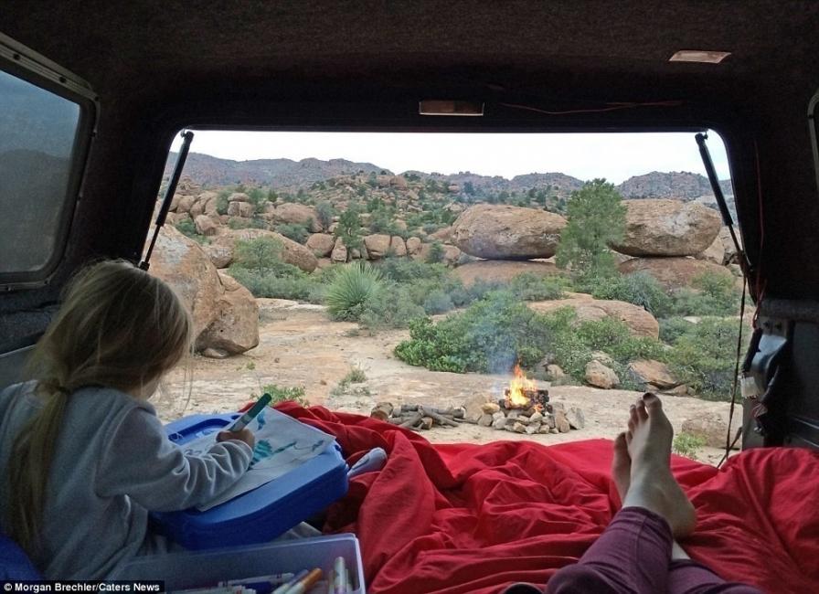 Morgan Brechler y su hija Hadlie - acampando