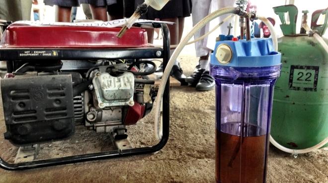 Generador-electrico-que-funciona-con-orina-2