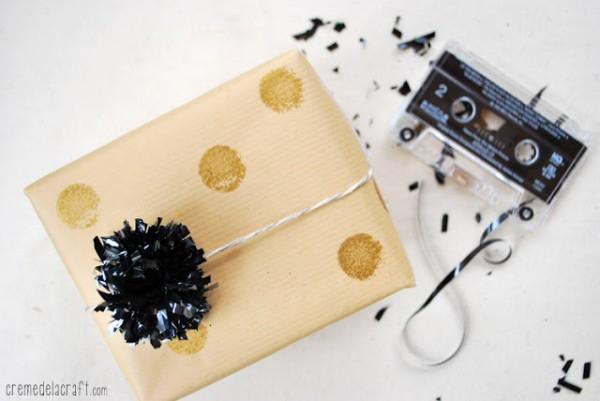 como-hacer-pompones-con-cinta-de-cassette-01-e1366391245522