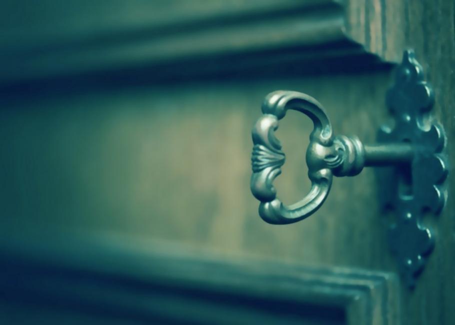 Cómo hacer un seguro para tu puerta con un tenedor