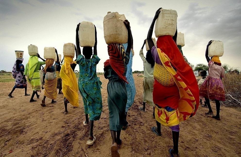 Rueda transportadora de agua - áfrica y agua