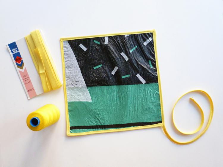bolsas plásticas en una lunchera- cortar