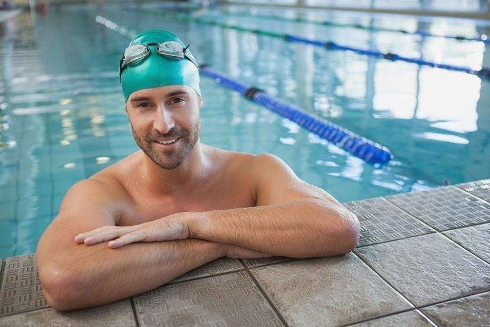 Eliminar el exceso de grasa de los brazos - nadar