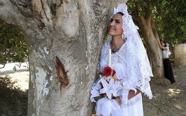 La boda se ofició a las riberas del río Chiquito, donde se presentaron 20 novias y 10 novios