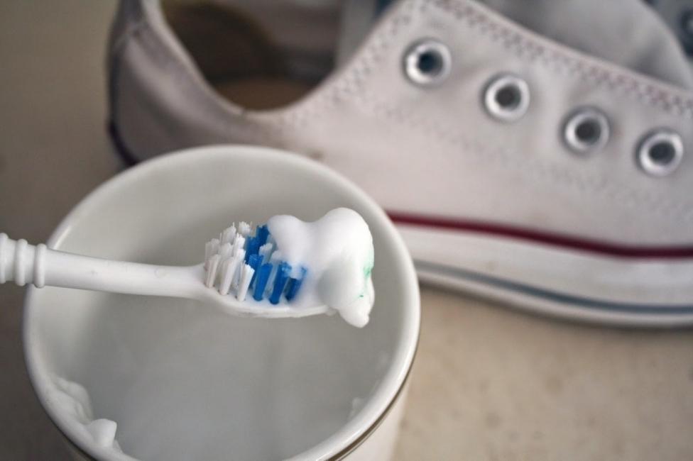 blanquear zapatillas - paso a paso