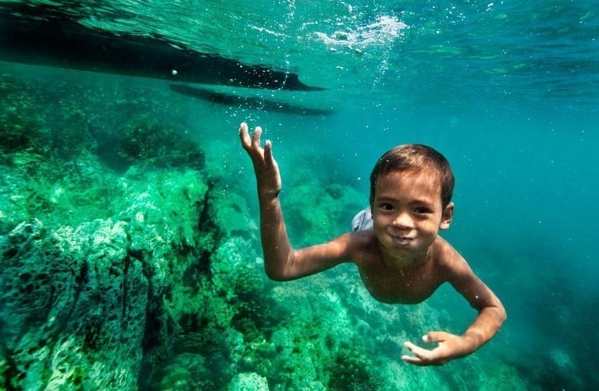Niños moken ojos de delfin- nadar