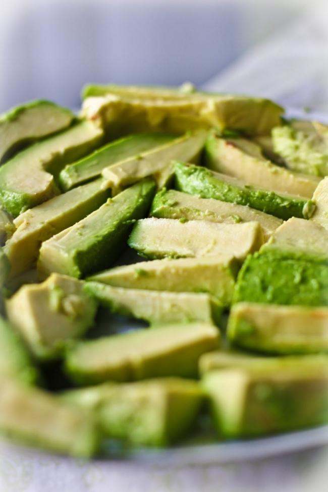 Snack crocante de palta- cortar palta