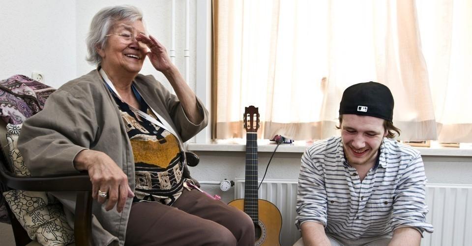 hogar ancianos y estudiantes