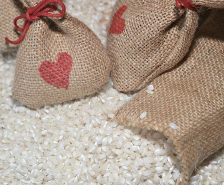cómo eliminar humedad de los armarios - arroz