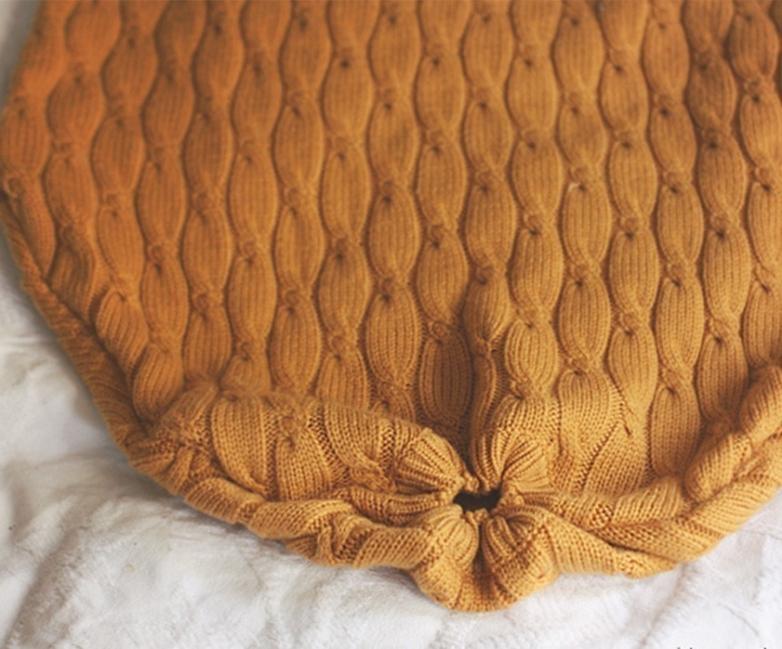 suéter viejo en un cómodo puff - juntas