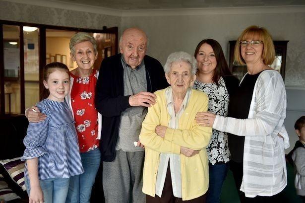 Ada, Tom y su familia