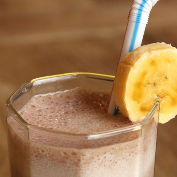 Banana-chocolate-milkshake-smoothie-with-Lactaid-zoom-2