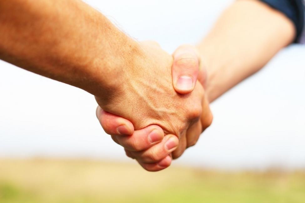 amigos- dolor de manos
