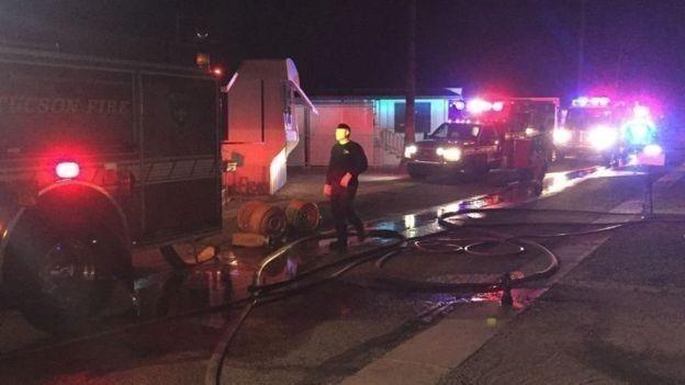 Los bomberos llegaron al lugar la noche del domingo