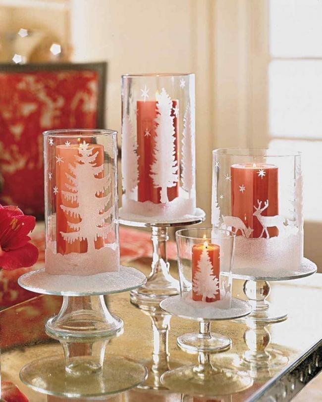 Ideas para decorar tus velas navideñas - copones transparentes con vinilos