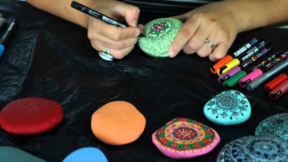 pintar mandalas en piedras - dibujar