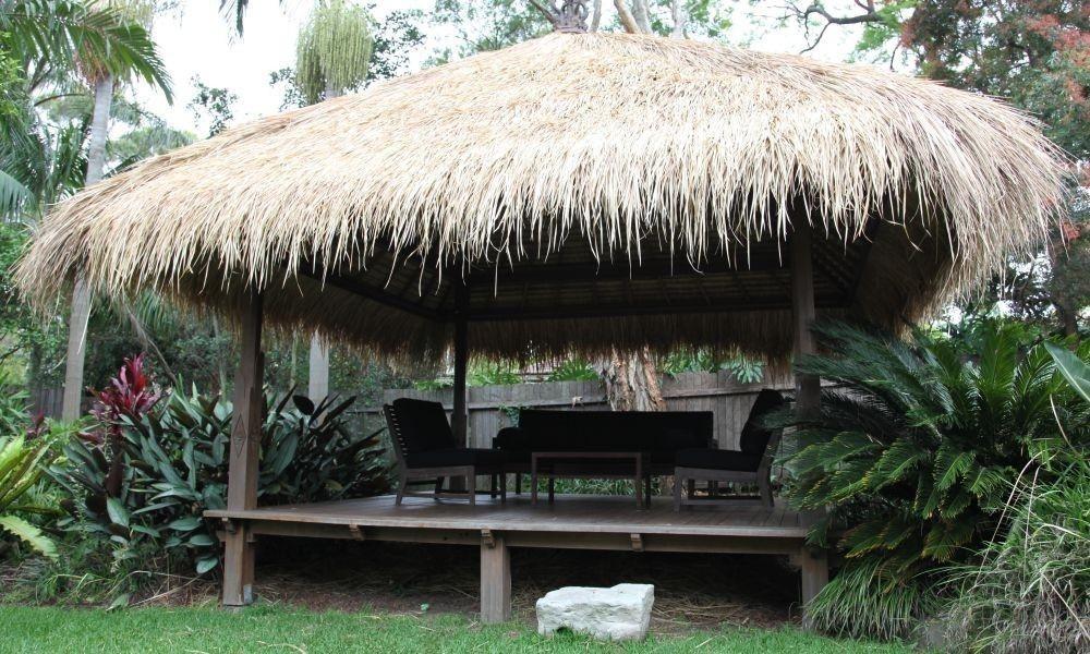 gazebos africanos con paja -Rincones cubiertos para disfrutar del aire libre