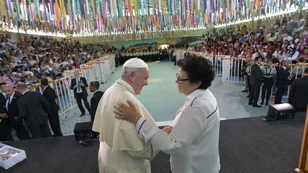 El Papa aseguró que reza por ellos