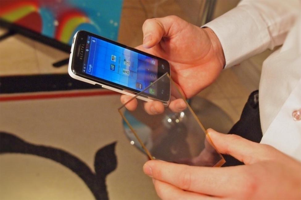 paneles solares transparentes para cargar smartphones - dispositivos móviles y energía solar