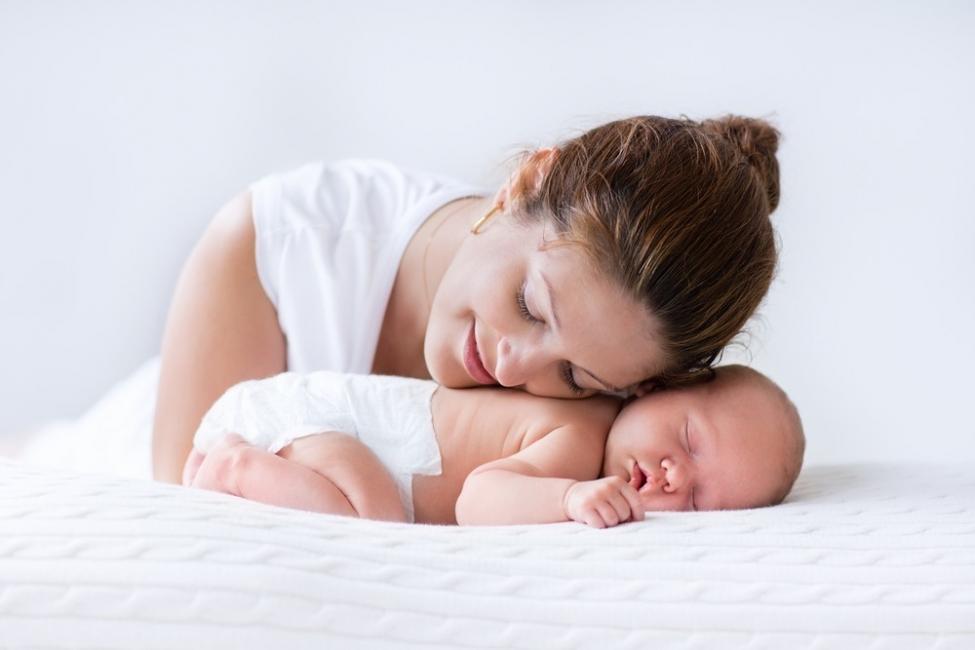 Algunos padres primerizos cometen el error de dejar que el bebé duerma demasiado tiempo entre cada sesión de alimentación