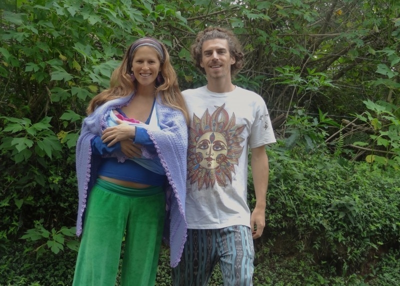 pareja - casa rodante- embarazo-viaje