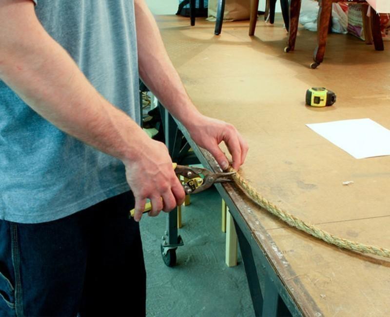 Cómo crear una separación original en un ambiente pequeño- cortar cuerdas
