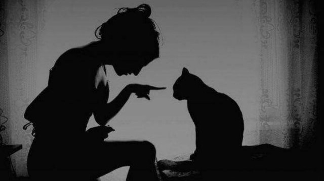 Mujer gato negro