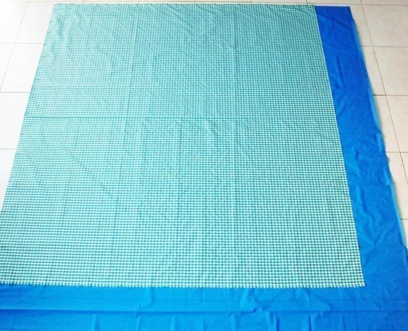 Cómo hacer un bolso que se transforma en lona-  superponer los manteles